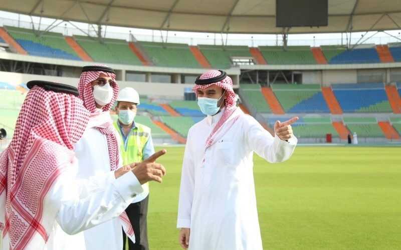 وزير الرياضة يطلع على سير الأعمال المنفذة في مشروع تأهيل وتطوير ملعب الأمير عبدالله الفيصل