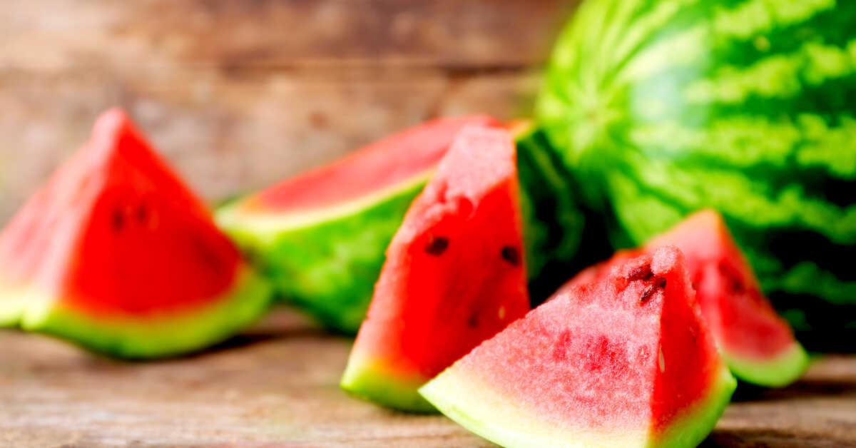 فوائد البطيخ الأحمر :